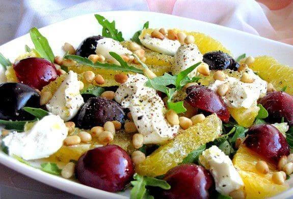 Вкусный салат с фруктами